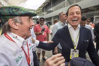 GP Brasil de Formula 1 no Autodromo de Interlagos. Jogador  do Sao Paulo. Governador Joao Doria (PSDB)  conversa com ex piloto Jackie Stewart no paddock de Interlagos