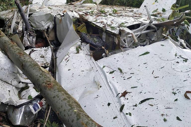 Três pessoas morrem em queda de avião no interior do Paraná