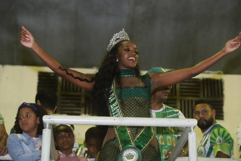 Iza é coroada Rainha de Bateria da Imperatriz Leopoldinense