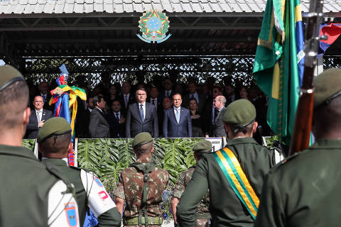 Handout picture released by the Brazilian Presidency press office showing Brazilian President Jair Bolsonaro(C), his vice president Hamilton Mourao (L) and Sao Paulo State Governor Joao Doria during a Southeast Military Command ceremony in Sao Paulo, on July 3, 2019. (Photo by MARCOS CORREA / BRAZILIAN PRESIDENCY / AFP) / RESTRICTED TO EDITORIAL USE - MANDATORY CREDIT 'AFP PHOTO /  BRAZILIAN PRESIDENCY-MARCOS CORREA' - NO MARKETING - NO ADVERTISING CAMPAIGNS - DISTRIBUTED AS A SERVICE TO CLIENTS ORG XMIT: ESA597