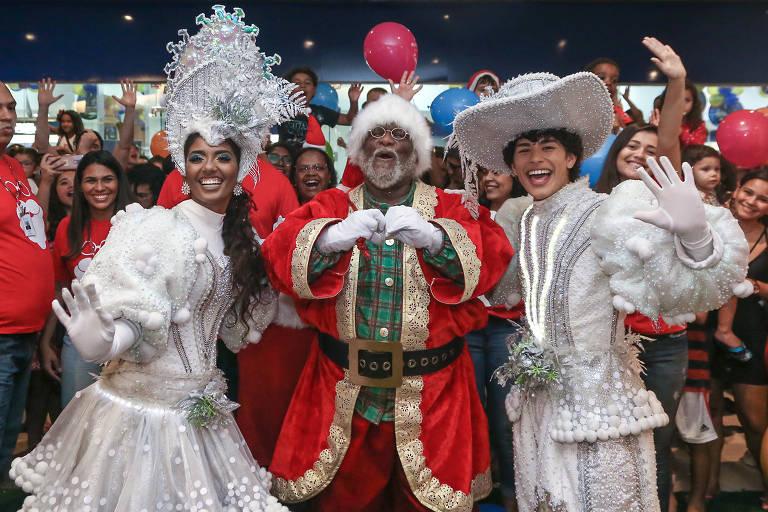 Papai Noel Aylton Lafayette, 66, em shopping do Rio de Janeiro