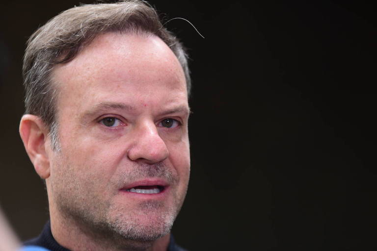 Rubens Barrichello no velório de Tuka Rocha