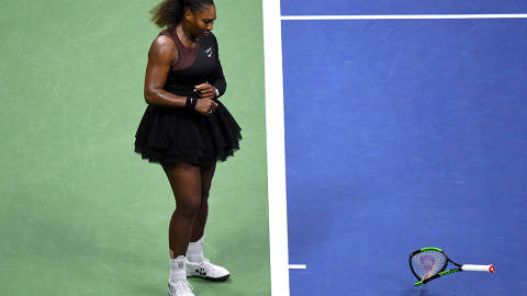 FILE PHOTO:  Serena Williams of the United States smashes her racket during the women's final against Naomi Osaka of Japan on day thirteen of the 2018 U.S. Open tennis tournament at USTA Billie Jean King National Tennis Center in New York, U.S., September 8, 2018.    Mandatory Credit: Danielle Parhizkaran-USA TODAY SPORTS/File Photo ORG XMIT: TOR291