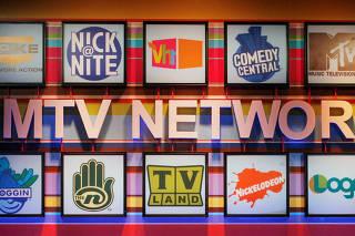 Logos de canais da rede MTV em prédio da empresa em Pasadena, na Califórnia