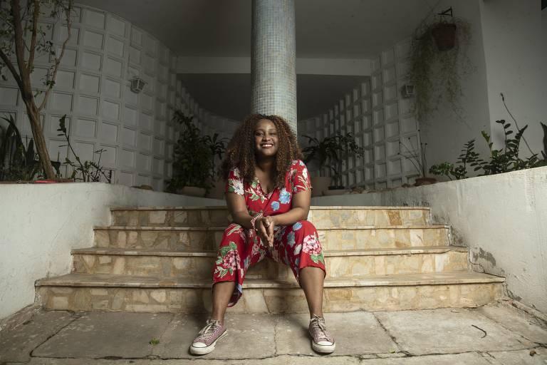 """A cineasta Sabrina Figalgo, que já recebeu 13 prêmios, a maior parte deles pelo seu curta Rainha (2016), conta que já foi procurada por mais de 50 produtoras como """"diretora negra"""" para que as empresas ganhassem editais da Ancine. """"Eu sou uma artista, não uso minha negritude como profissão. Eu não sou seu negro"""", diz"""