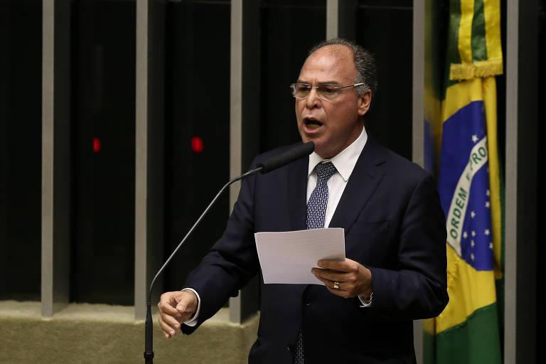 Eleitos com bandeira anticorrupção, bolsonaristas se calam sobre indiciamento de líder do governo