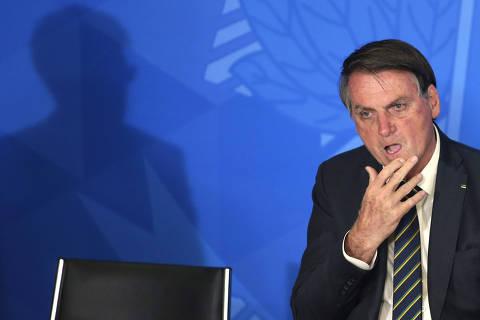 (191119) -- BRASILIA, 19 noviembre, 2019 (Xinhua) -- El presidente de Brasil, Jair Bolsonaro, asiste a una ceremonia para conmemorar el Día de la Bandera, en el Palacio de Planalto, en Brasilia, Brasil, el 19 de noviembre de 2019. (Xinhua/Lucio Tavora) (lt) (rtg) (ce)