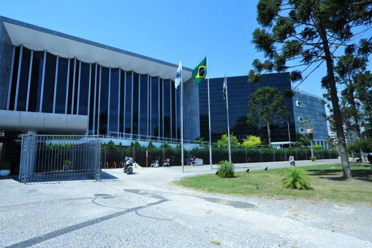 Prédio da Assembleia Legislativa do Paraná, em Curitiba
