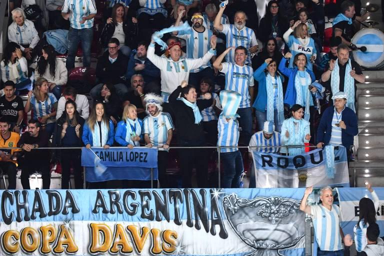 Torcedores argentinos apoiam tenistas do país na Copa Davis