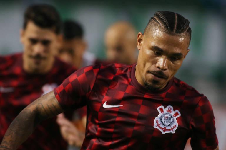 O volante Junior Urso durante aquecimento antes de partida do Corinthians