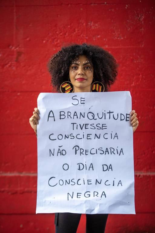 Maria Silvia, 40, na 16ª Marcha da Consciência Negra em frente ao Masp, na avenida Paulista, em SP