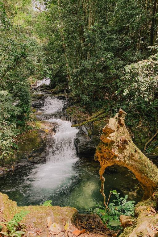 Trilha e cachoeiras do Vale das Ostras, na região de Eldorado, no Vale do Ribeira
