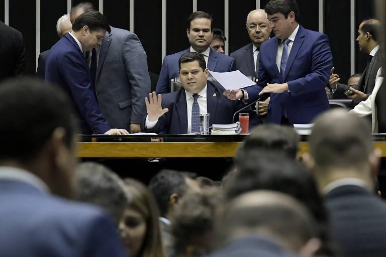 Plenário da Câmara durante sessão conjunta do Congresso, sob condução do senador Davi Alcolumbre (ao centro), nesta quarta (20)