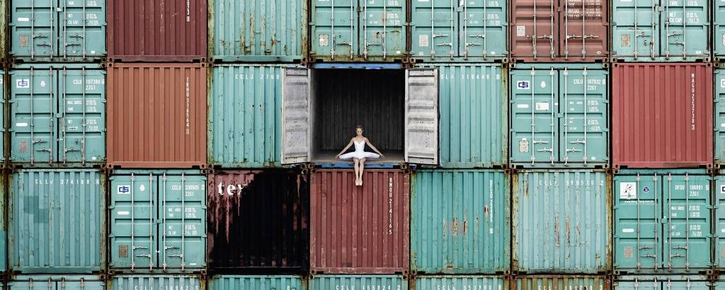 'The Ballerina in the Containers', trabalho de JR