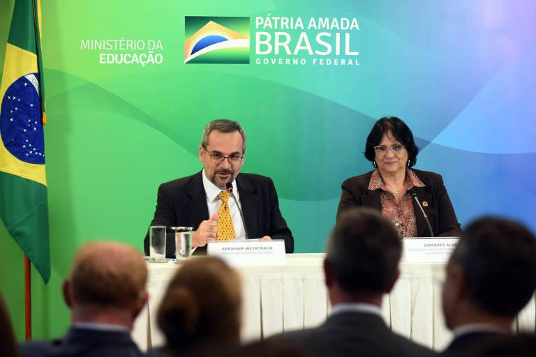 Os ministros Abraham Weintraub e Damares Alves lançam em Brasília protocolo sobre preservação do ambiente escolar