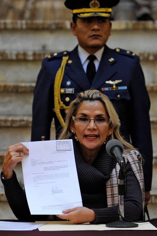 Jeanine Añez apresenta projeto de lei para convocar eleições na Bolívia
