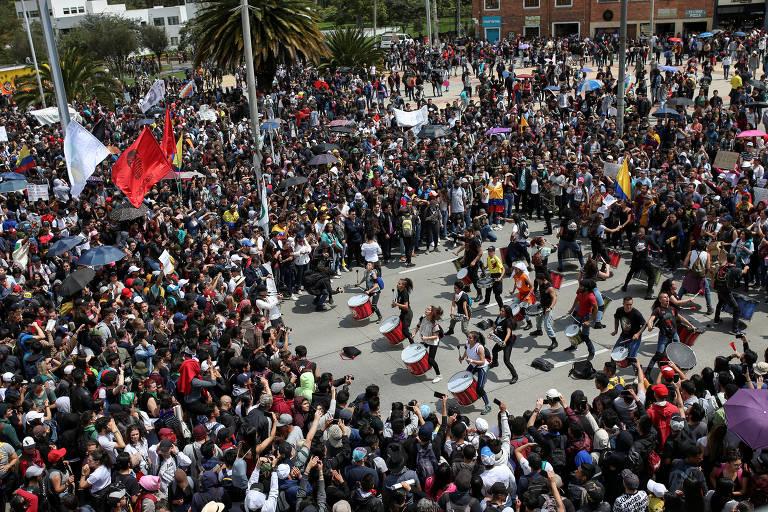 Grupos protestam na Colômbia contra presidente Iván Duque