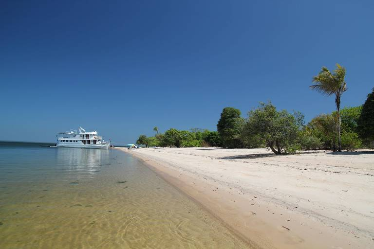 Barco Tupaiu,  no rio Tapajós, em Santarém