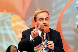 O apresentador Gugu Liberato durante gravação do programa Domingo Legal