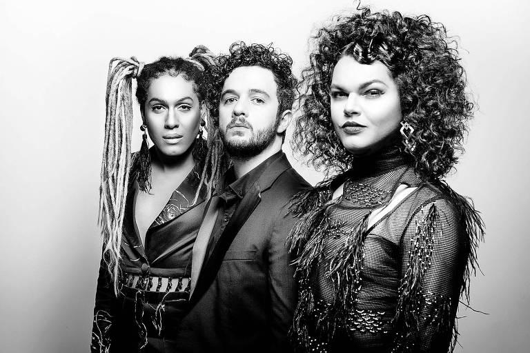 Retrato dos músicos Raquel Virginia, Rafael Acerbi e Assucena Assucena, da banda As Bahias e a Cozinha Mineira