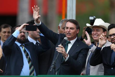 Bolsonaro envia ao Congresso projeto para isentar de punição militares e policiais