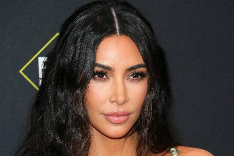 Kim Kardashian mostra geladeira gigantesca da sua casa e impressiona internautas