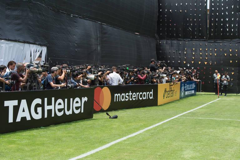 Até o treino do Flamengo em Lima foi protegido, no caso com lonas pretas, para evitar olhares curiosos