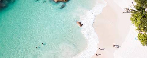 (180831) -- BEIJING, Aug. 31, 2018 (Xinhua) -- Photo taken on Aug. 27, 2018 shows coastal scenery in La Digue, Seychelles. (Xinhua/Lyu Shuai) (lrz)