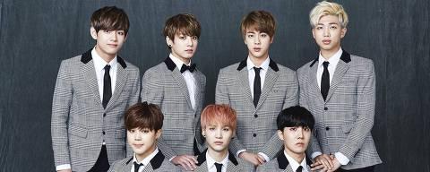 Integrantes do grupo sul-coreano de k-pop BTS - V (à esq. em pé), Jungkook, Jin, Rap Monster, Jimin (esq. abaixo), Suga e J-Hope ORG XMIT: RrdI4qUI6Jau7Tt7N5Wd