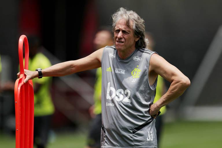 O técnico Jorge Jesus durante treino do Flamengo em Lima, no Peru