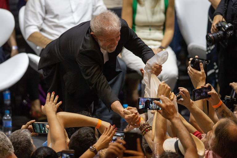 O ex-presidente Lula durante abertura do congresso do PT em São Paulo