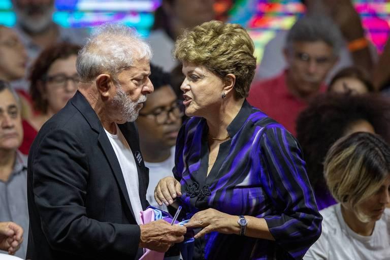 O ex-presidente Lula e a ex-presidente Dilma Rousseff em congresso do PT