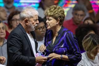 Os ex-presidentes Lula e Dilma Rousseff no Congresso do PT, em São Paulo