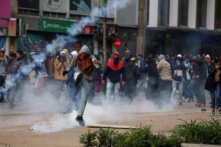 Após greve geral e 3 mortos, Colômbia vive saques e toque de recolher
