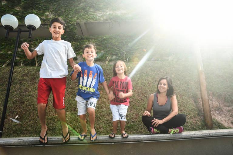 Planejamento de férias. Handressa Ribeiro da Silva, 39, programa as férias da família. Ela tem 3 filhos (6, 8 e 12 anos). Para ela, no período de férias as crianças devem ter todo tempo livre para brincar e passear