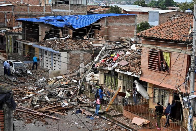 Casas destruídas devido a atentado contra posto policial em Santander de Quilichao, no departamento de Cauca, na Bolívia