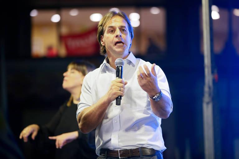 O candidato do Partido Nacional, Luis Lacalle Pou, discursa em comício em Maldonado, no Uruguai