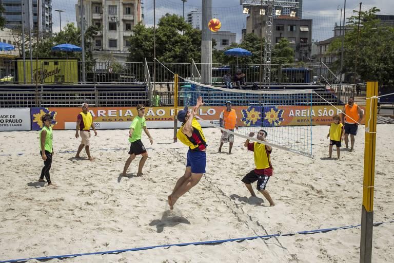 Arena de vôlei de praia foi montada no largo da Batata para a Virada Esportiva