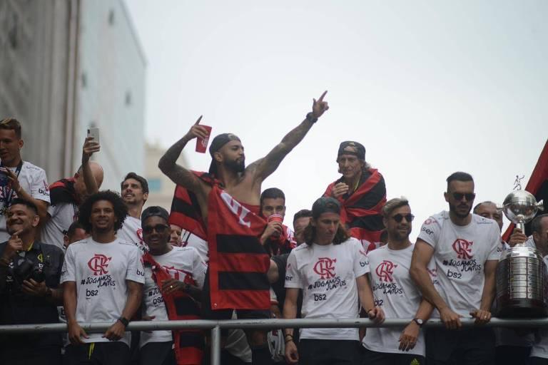 Confusão e festa marcam desfile do Fla no título da Libertadores