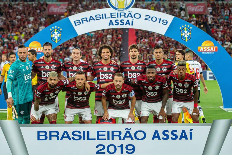 Mesmo sem entrar em campo, Flamengo conquistou neste domingo (24) o Campeonato Brasileiro