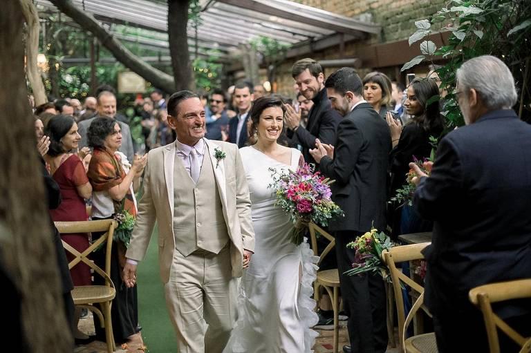 Paulo Miklos se casa com Renata Galvão em São Paulo