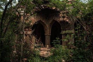 The abandoned home where Prince Cyrus of Oudh lived with his family, known as Malcha Mahal, in New Delhi, Aug. 5, 2019. (Bryan Denton/The New York Times)