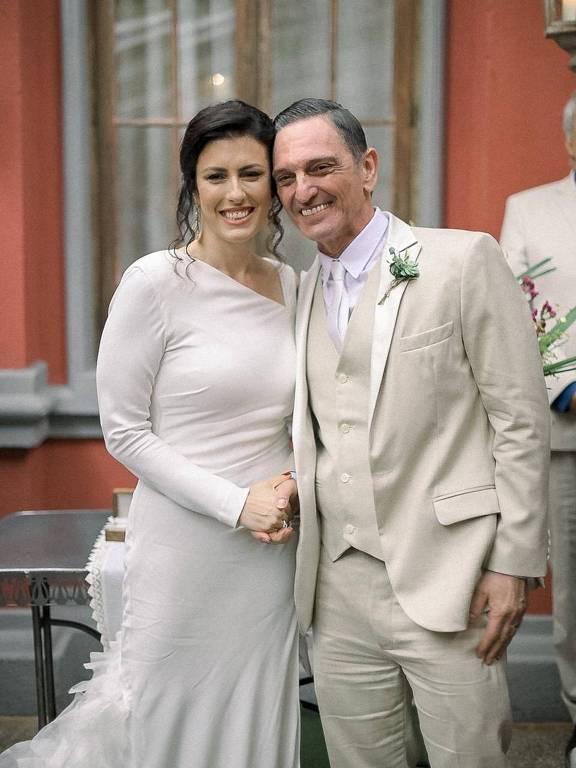 O músico e ator Paulo Miklos e a produtora Renata Galvão se casaram em uma cerimônia civil, neste domingo (dia 24 de novembro),  em São Paulo