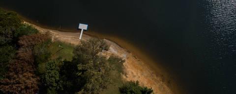 NAZARE PAULISTA, SP, BRASIL, 25-07-2018: Represa Atibainha, em Nazaré Paulista. Pauta sobre o nível baixo do sistema Cantareira. (Foto: Eduardo Anizelli/ Folhapress, COTIDIANO) ***EXCLUSIVO***
