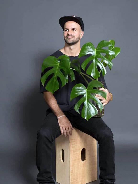 Imagens do estilista André Carvalhal