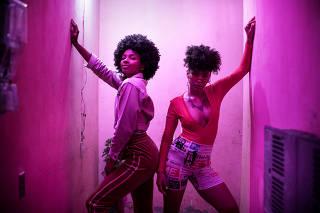O Longa metragem Vale Night, comédia produzida pela Querosene Filmes, conta as desventuras de um jovem casal da da periferia paulistana ao se tornarem pais muito cedo.