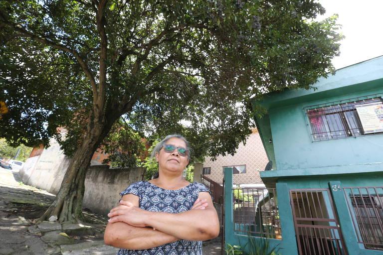 Célia Maria Bezerra da Silva, 59 anos, de Itaquera (zona leste), afirma que coleciona protocolos de solicitações à Prefeitura de São Paulo e já esteve pessoalmente na subprefeitura, mas não adiantou