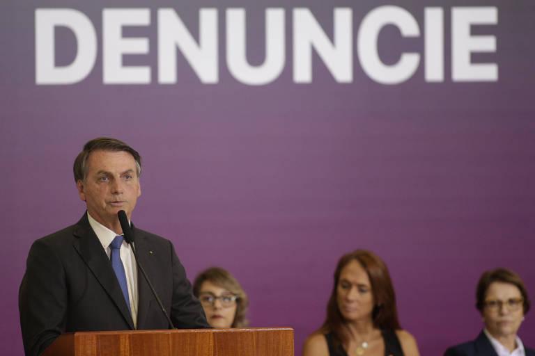 O presidente Jair Bolsonaro fala em cerimônia do Dia Internacional de Eliminação da Violência contra a Mulher, em Brasília