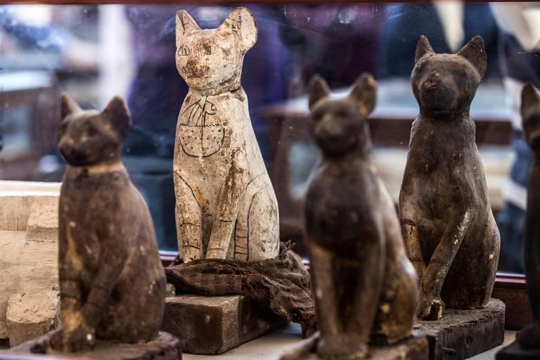 Dezenas de estátuas e animais mumificados são descobertos no Egito
