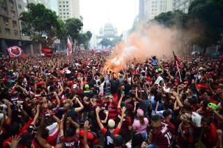 Torcida do Flamengo comemora título da Libertadores no Rio